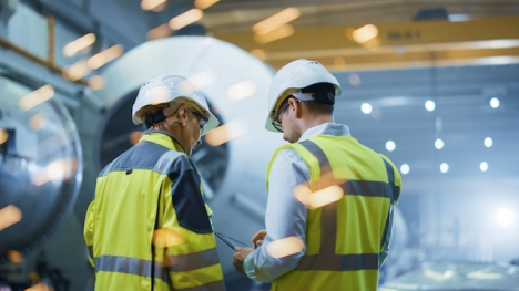 Både arbetsgivarföreningarna och facket spår fler nedskärningar av produktionen om elpriset inte sjunker inom en snar framtid.