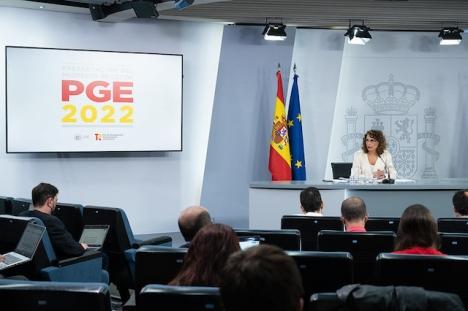 Skatteministern María Jesús Montero vid presentationen av budgetpropositionen för 2022.