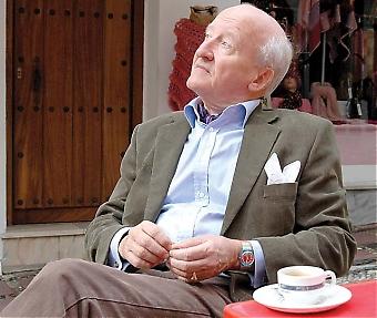Trots att Ian Wachtmeister fyller 74 år på julafton har han ingen planer på att trappa ned. Men visst unnar han sig en kopp kaffe och lite avkoppling emellanåt.