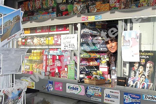 """Patricia Inez Ibarra Blázquez, 46 år, trivs med att vara kioskbiträde i Málaga. """"Málagaborna är väldigt artiga och trevliga och rör sig ute på gatorna oavsett väder."""""""