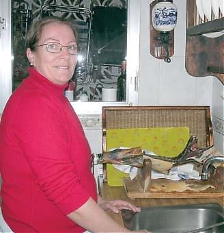 Chica älskar hushållsarbete och trivs mycket bra med att vara värdmamma för de svenska gäststudenterna.
