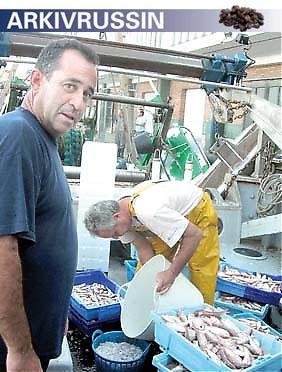 """Rafael har jobbat som fiskare i 30 år, ett hårt yrke som betalar sig allt sämre. """"Fisken är värd mindre nu än för 20 år sedan och dieselpriset har fördubblats på bara några år."""""""