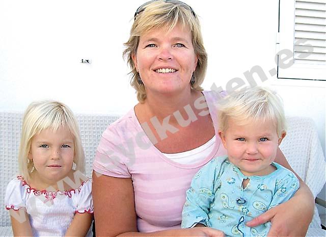 Bildtext: Louise Sverud är marknadsansvarig för Svenska Mammor, som bjuder in till ett seminarium om flerspråkighet i Fuengirola 10 november. För Louise har det varit viktigt att dela med sig av svenska språket och traditioner till de egna barnen Charlie och Rhiain.