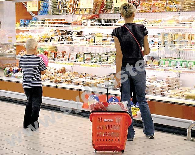En majoritet av Spaniensvenskarna lagar spansk mat hemma och de anser att kvaliteten och utbudet i de spanska livsmedelsbutikerna är lika bra eller till och med bättre än de svenska. Det visar Sydkustens enkät.