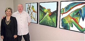 Christina Bergstén från Swedbank med konstnären Lars Persson