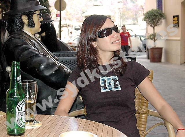 Agustina kom till Málaga från Buenos Aires för tre år sedan. Hon var 22 år gammal och alldeles ensam. Efter ett och ett halvt år med mängder av dåligt betalda servitris- och bartenderjobb, gifte hon sig till slut med sitt ex för att få uppehålls- och arbetstillstånd.