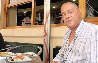"""""""Visst har världen förändrats efter terroristattentaten i New York och Madrid, många blandar ihop muslimer med terrorister. Men i Spanien har jag mött en helt unik mognad och solidaritet"""", säger algeriern Haïder """"Javier"""" Isli, som bor i Spanien sedan 1979."""