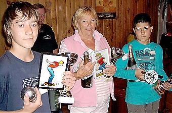 Vinnartrion i A-gruppen bestod av två 13-åringar. Charity Cup samlade 28 mars 1 505 euro till Fuensocial.