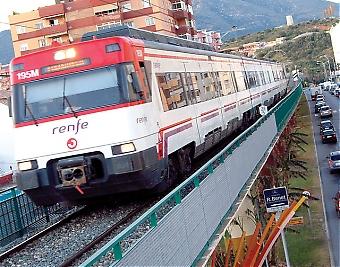 Förlängningen av lokaltåget på Costa del Sol beräknas kosta totalt 3,8 miljarder euro. Mellan Fuengirola och Estepona ska byggas 14 nya stationer och restiden mellan Málaga och Estepona blir 35 minuter. Finansieringen av projektet är dock långt ifrån klar.
