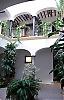 Huset är ett medelklasshem från 1750 och ligger på Calle Gaona i området Capuchinos, som var ett av de mest förfallna områdena i Málaga.