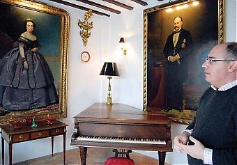 Museo del Vidrio, som tidigare hette La Posada de San Felipe Neri, var väldigt förfallet när Gonzalo Fernández-Prieto hittade det för åtta år sedan. Nu är det renoverat och utgör både hans hem och ett fantastiskt museum för hans omfattande samling.