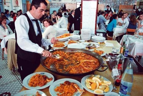 Den mest äkta paellan i Spanien äter man naturligtvis på Restaurante La Pepica i Valencia. Här tillagar man paella enligt konstens alla regler, men så har också såväl kung Juan Carlos som Ernest Hemingway ätit ur ställets pannor.
