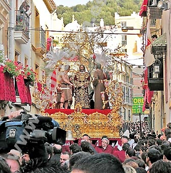 För en del är Semana Santa en religiös manifestation, för andra är det framför allt en folkfest där Málagaborna går man ur huse för att fira denna speciella tradition.