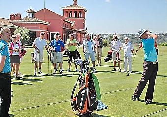 Golfproffset Peter Gustafsson hade uppvisning före tävlingen och var en av flera stjärnor som förgyllde finalevenemanget på La Reserva de Sotogrande Golf 7 april.