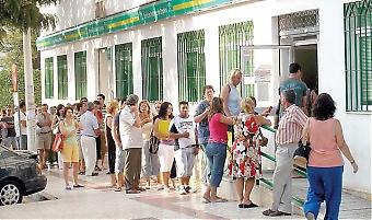 Den ekonomiska krisen i Spanien speglas främst av en rekordhög arbetslöshet. Generaldirektören på svenska Arbetsförmedlingen Ángeles Bermúdez-Svankvist menar dock att behovet av arbetskraft kommer att växa kraftigt inom kort och att den verkliga utmaningen är den demografiska generationsväxlingen.