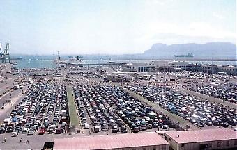 Cirka 2,5 miljoner marockaner beräknas resa från Spanien till Marocko i sommar i totalt 650 000 fordon, över hälften åker via Algeciras. Bilden är fån 2004 och enligt myndigheterna flyter trafiken betydligt smidigare nu och det är ovanligt med trafikstockningar tack vare stora insatser och samarbete mellan länderna.