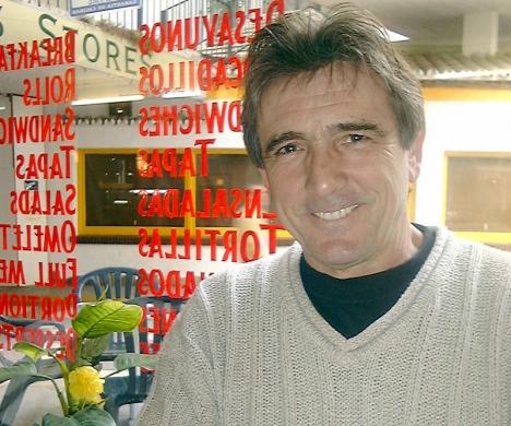 Den sjungande frisören Amador Martínez, Årets svensk på Costa del Sol 2000.