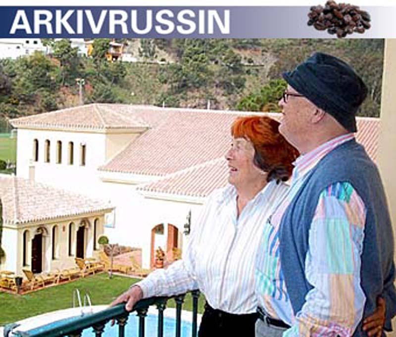 TAR DET LUGNARE NU  Povel och Susanna reser med ålderns rätt allt oftare tillsammans och tar det betydligt lugnare än tidigare. På Gran Hotel Benahavís tog de emot Sydkusten i sin svit.