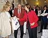 Turisttjänstemannen Pilar guidade i det anrika rådhuset i Rota och skänkte presentpåsar till alla deltagare.