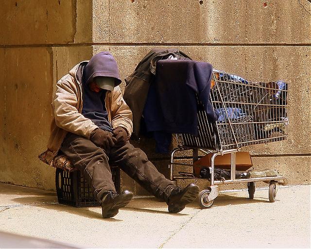Enligt Cáritas har tio procent av de hemlösa universitetsstudier.