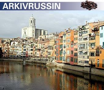 Gamla stan i Girona med den mäktiga katedralen i bakgrunden. Foto: Eva Österlind