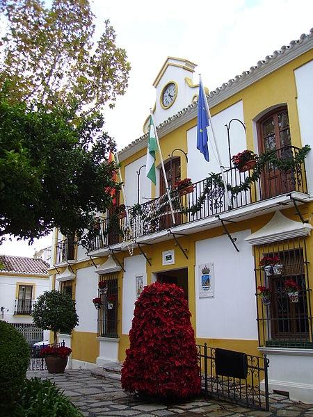 Kommunledningen i Estepona har avstängt en anställd på skatteavdelningen, misstänkt för att ha förskingrat mer än 100 000 euro.