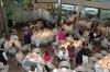 Det omfattande besöket väckte aptit, som stillades med en fyrrätters elegant lunch i den enorma matsalen.