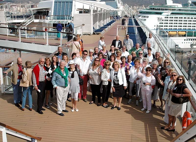 En busslast glada nordbor från Marbella bjöds 27 april på ett besök på det enorma kryssningsfartyget Celebrity Solstice, i Málagas hamn.