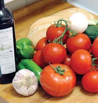 Det fantastiska med gazpacho är att det är en helt naturlig rätt där alla ingredienser behåller sina naturliga näringsämnen.