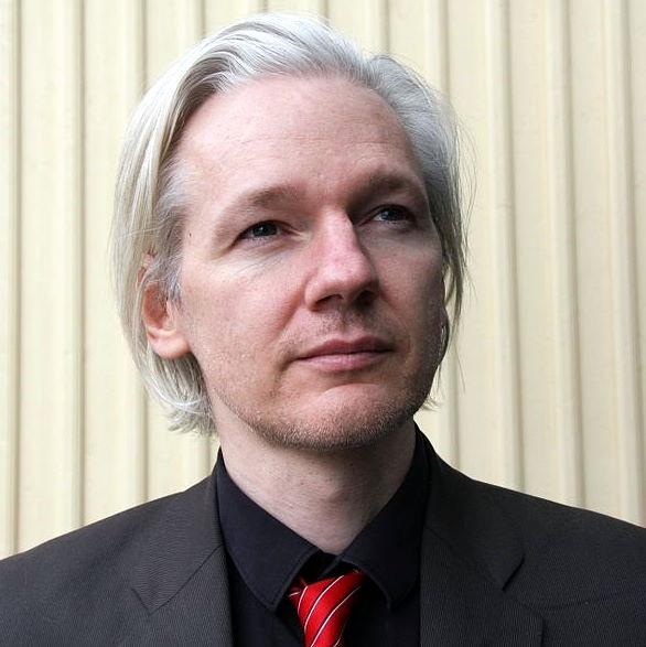 Tidigare stjärndomaren Baltasar Garzón tar över försvaret av Wikileaks-grundaren Julian Assange.