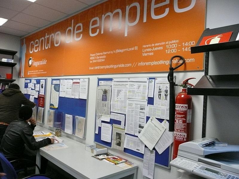 Nära var fjärde spanjor i arbetsför ålder finner inte något arbete.