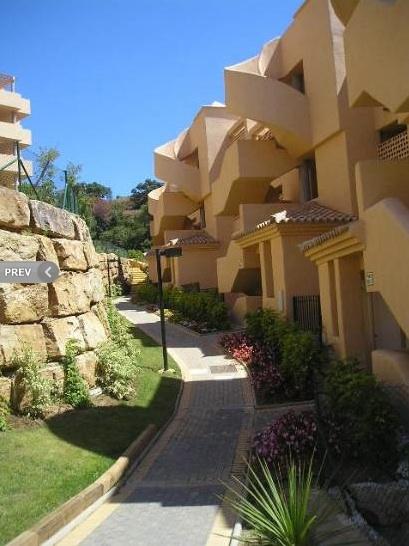 Genom kompensationer till Marbella kommun har Santa María Green Hills lyckats få alla tillstånd i efterhand.