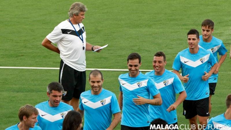 På Málaga C.F:s Facebooksida är allt frid och fröjd, men flera på bilden kan lämna klubben med omedelbar verkan.
