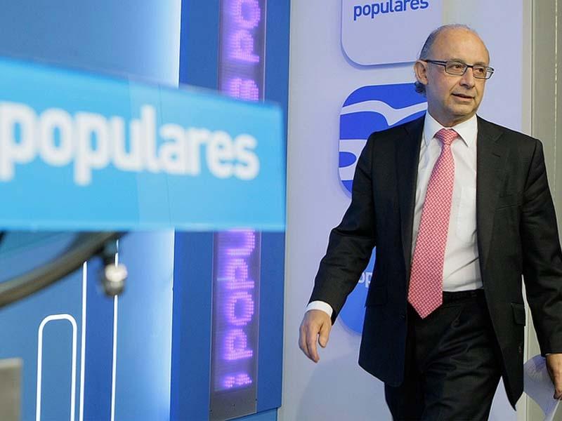 Skatteministern Cristóbal Montoro har fullt sjå med att balansera den statliga kassan.