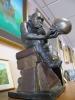 En bronsskulptur inspirerad av Charles Darwin.