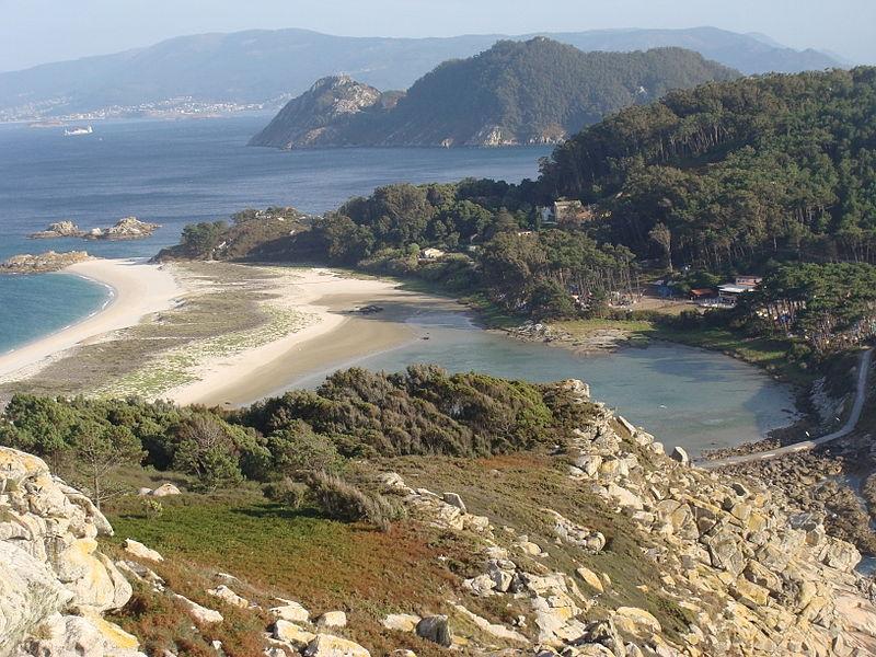 Unika naturområden i Galicien täcktes av råolja efter förlisningen 2002 av oljetankern Prestige.